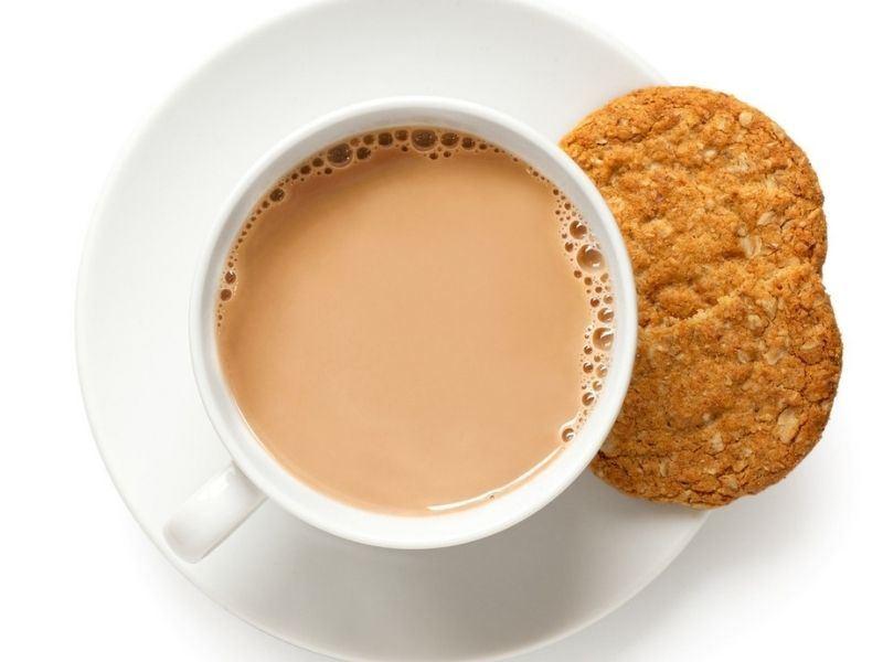 İngiliz Mutfağının Vazgeçilmezi Sütlü Çay Nasıl Yapılır, Faydaları Nelerdir?