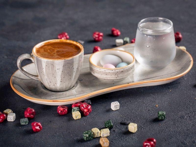 Türk Kahvesinin Yanında Neden Su Verilir?