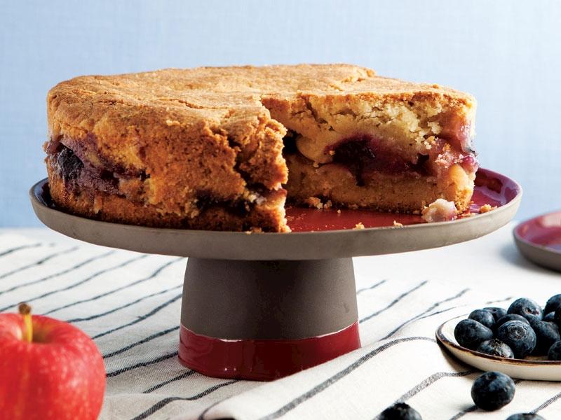 Elmalı ve yaban mersinli kek