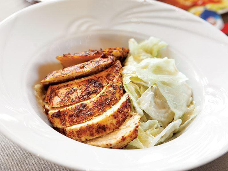 Tavuklu sezar salatası